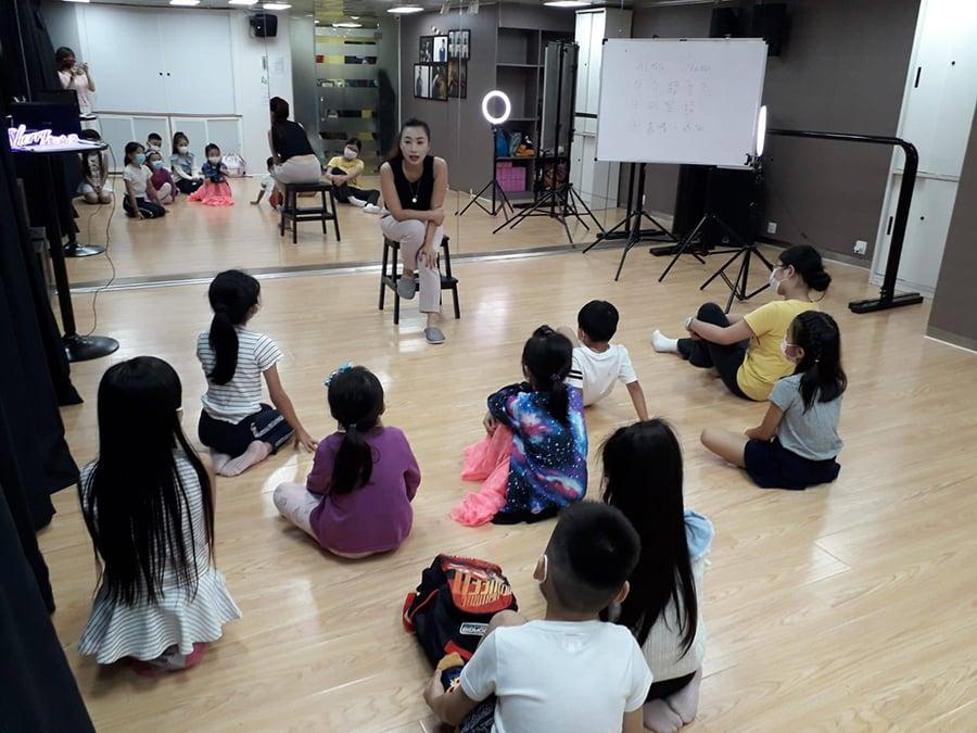 資深演說培訓師鄭曉瀠(Sherry)近期開設了不少受歡迎的兒童演說班。(受訪者提供)