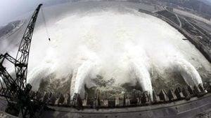 中國南方告急!12省暴雨成災 三峽大壩命危