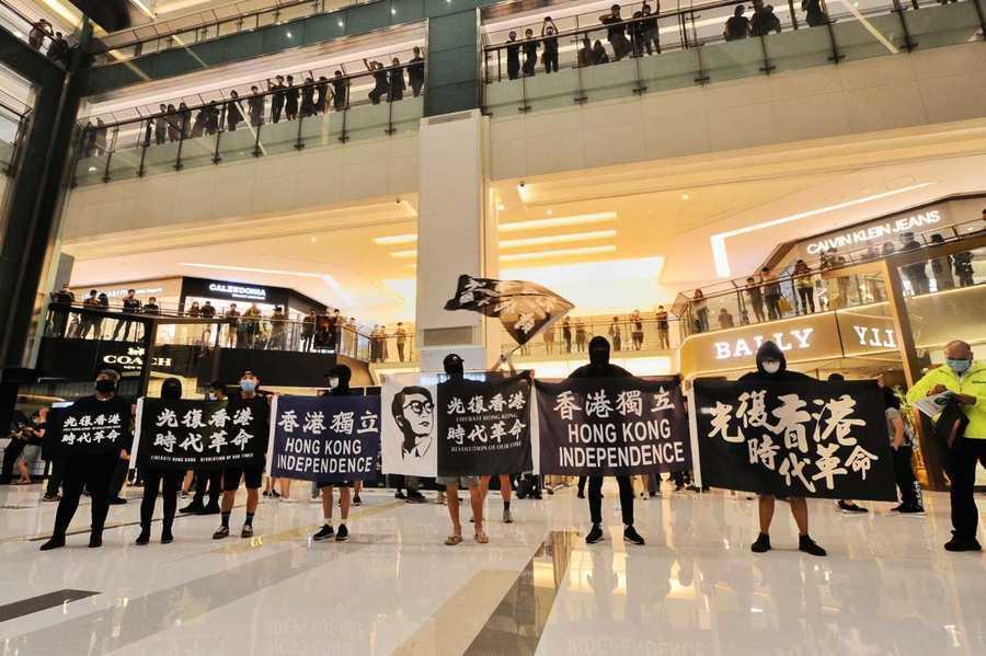 【沙田直播】6.12一周年 港人右手撫心齊唱《願榮光歸香港》