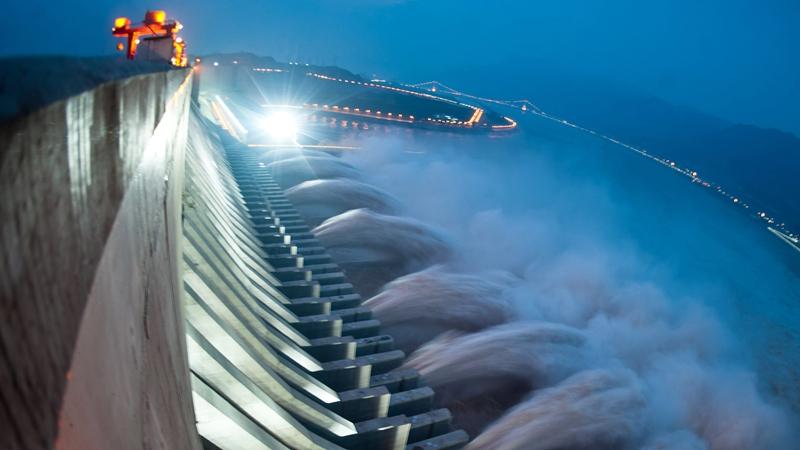 風水師說,中共興建大壩切斷了中華民族的龍脈,破壞了中國的風水。示意圖(STR/AFP/GettyImages)