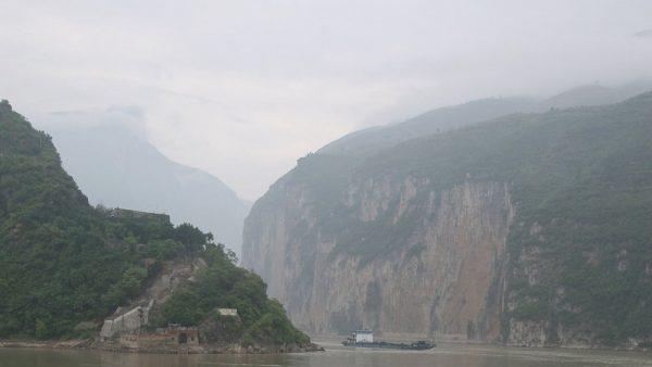 近年來頻繁發生的天災都是中共一意孤行,興建三峽大壩破壞環境所導致的惡果。(Andrew Wong/Getty Images)