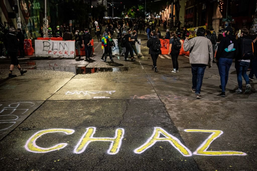 2020年6月9日晚間的西雅圖「國會山自治區」(CHAZ)。(David Ryder/Getty Images)