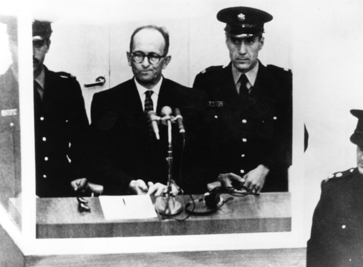 阿道夫艾希曼1961年在耶路撒冷受審。 (Central Press/Getty Images)