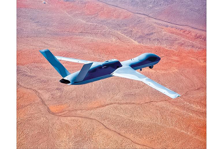 通用原子復仇者無人機原型機,是一種噴氣推進的遠程無人駕駛戰鬥機。(U.S. Air Force)