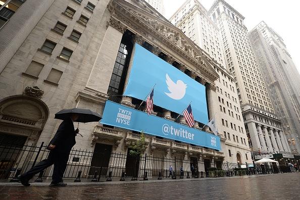 特朗普與推特激烈交鋒 17萬中共推特帳戶被刪