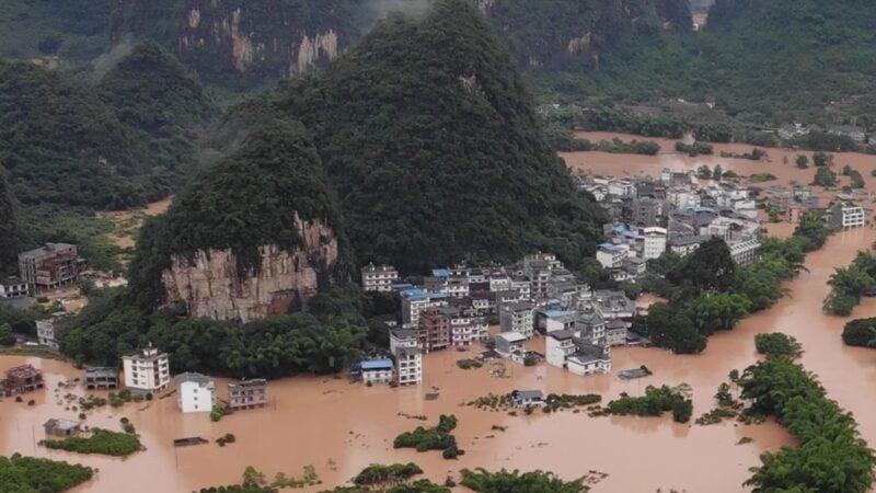 圖為6月7日廣西陽朔被洪水淹沒。(STR/AFP via Getty Images)