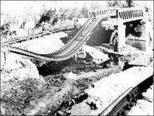 被洪水衝毀的京廣鐵路(維基百科)
