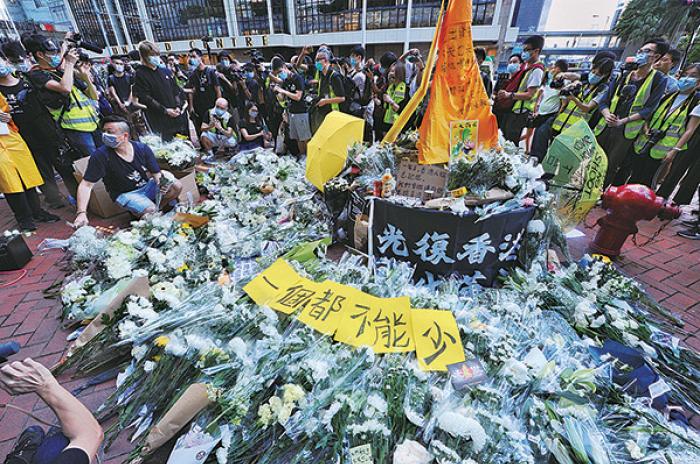 【圖片新聞】市民悼念梁凌傑逝世一年