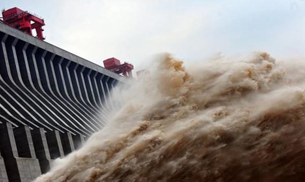 近年來頻繁發生的天災都是中共一意孤行,興建三峽大壩破壞環境所導致的惡果。 (AFP)