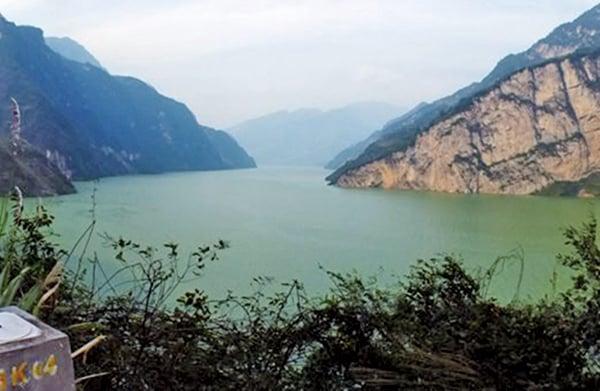 風水師認為,三峽大壩的修建切斷了中華民族的龍脈,將中華民族的巴山蜀水風流之地盡毀其中。(Getty Images)