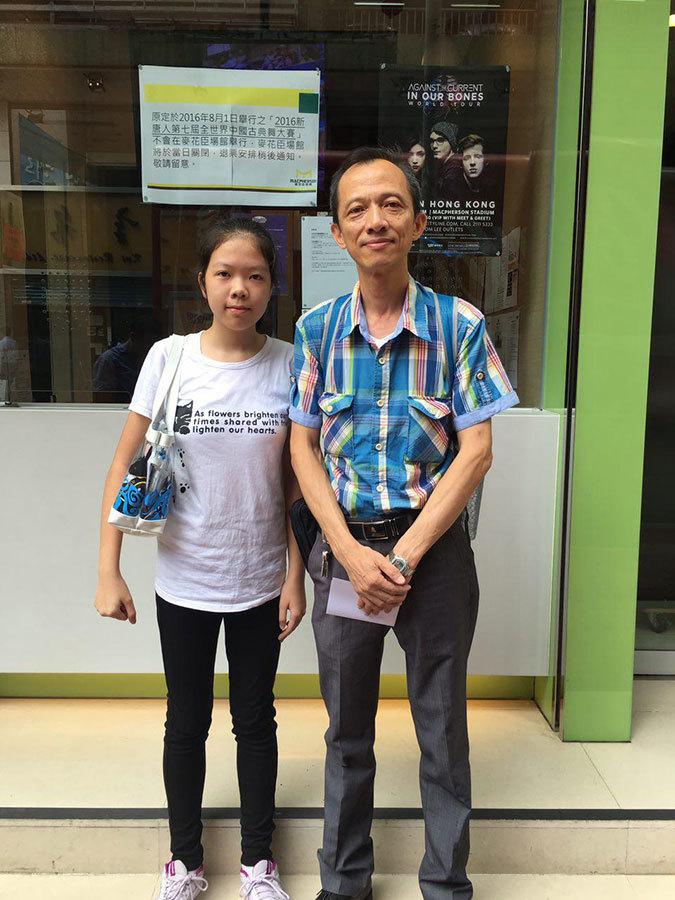 香港觀眾許生和女兒。(梁珍/大紀元)