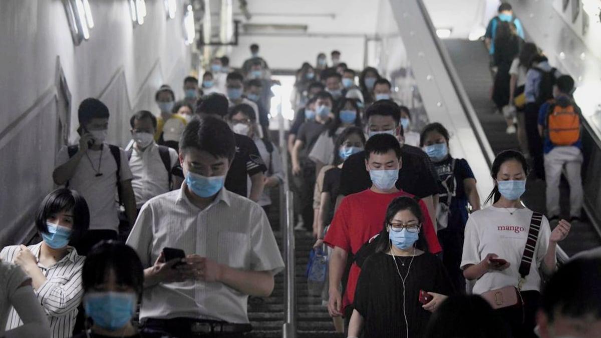 北京疫情嚴峻恐仿傚武漢,不少民眾連夜逃離。示意圖(NOEL CELIS/AFP via Getty Images)