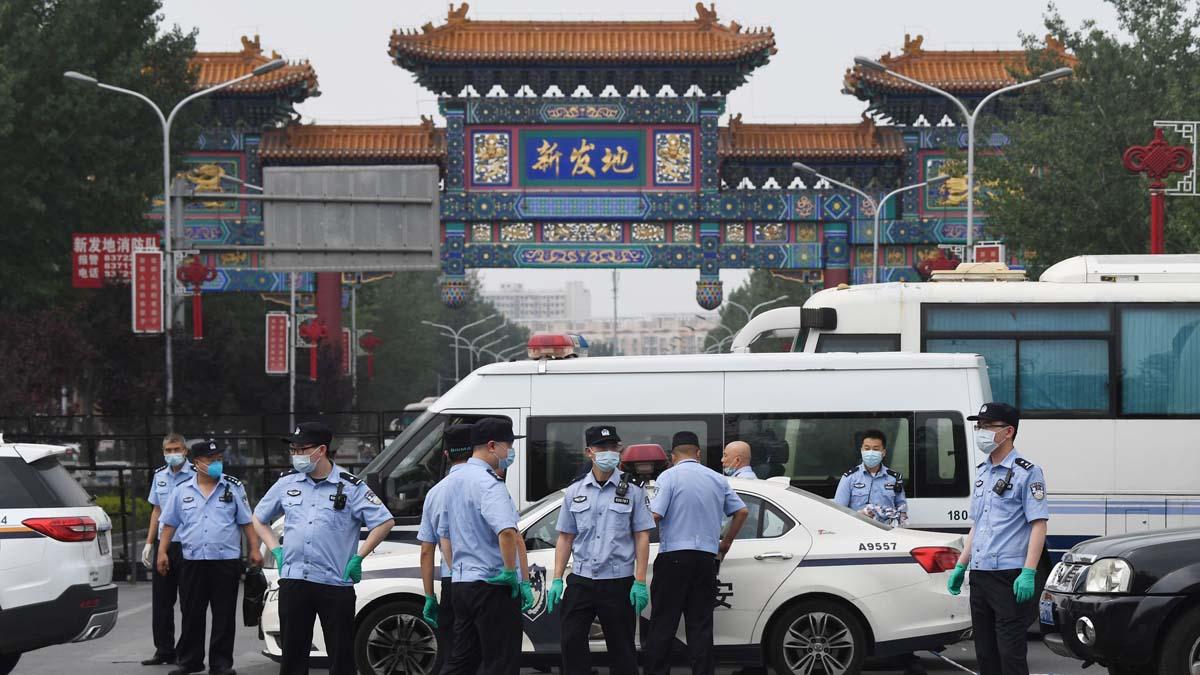 北京出現第二波中共病毒疫情,全市社區進入戰時狀態。(GREG BAKER/AFP via Getty Images)