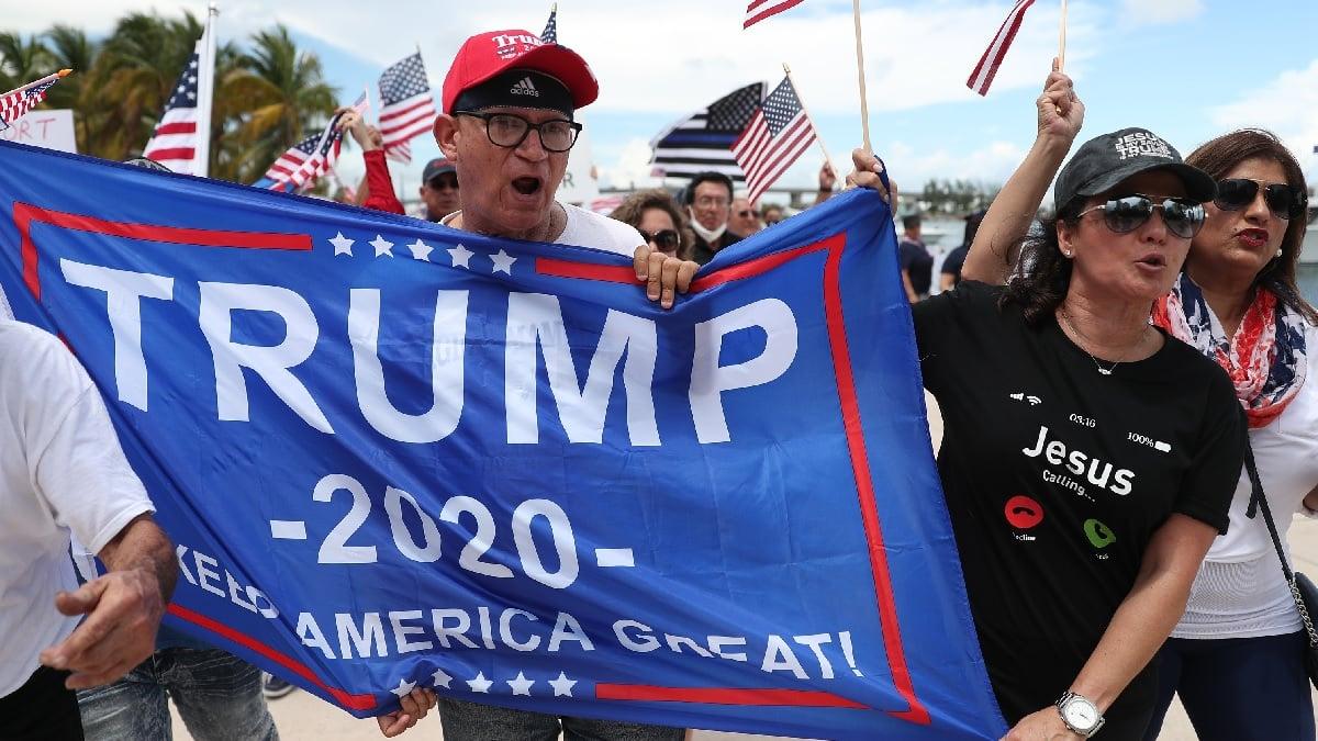 6月14日,在佛羅里達州邁阿密,美國民眾表達他們對特朗普總統的支持。(Joe Raedle/Getty Images)