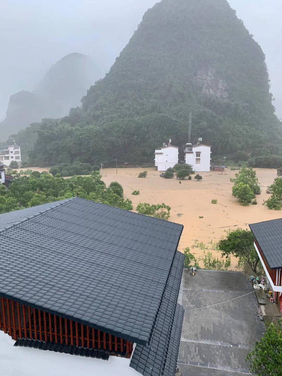 桂林陽朔景區的受災後現場。(受訪者提供)