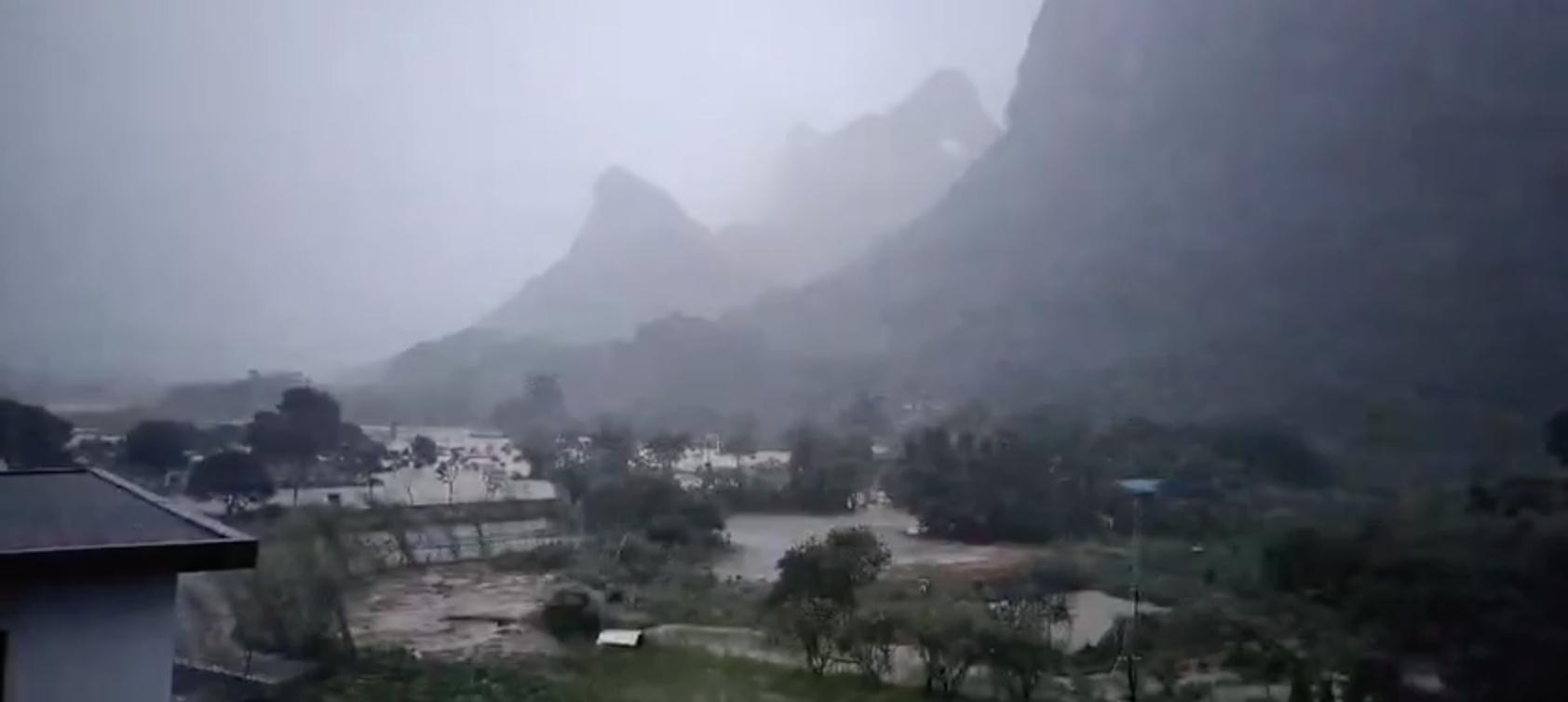 洪災衝擊時的陽朔。(受訪者提供)