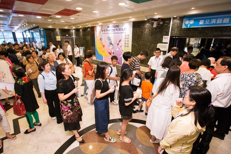 新唐人第七屆「全世界中國古典舞大賽」亞太區初賽8月1日從香港移師台北,將近400位的觀眾擠爆台北青少年發展處的台北演藝廳。(陳柏州/大紀元)