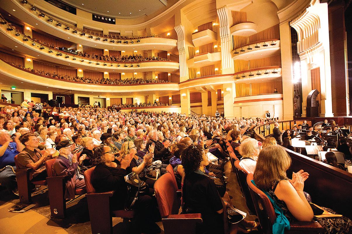 神韻2020年全球巡迴演出所到之處,劇院接連爆滿。圖為2月1日聖地牙哥加州藝術中心演出現場的觀眾。(季媛/大紀元)