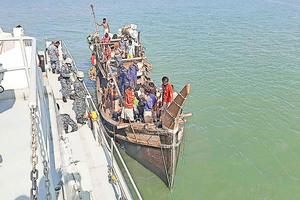 數百羅興雅人困海上 家屬被勒索