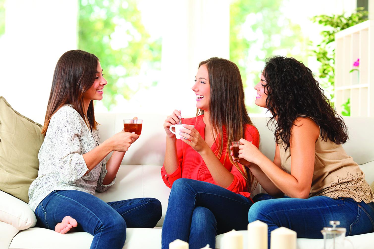 邀請朋友來家裏作客時,不要過度擔心整潔才能聊得盡興。