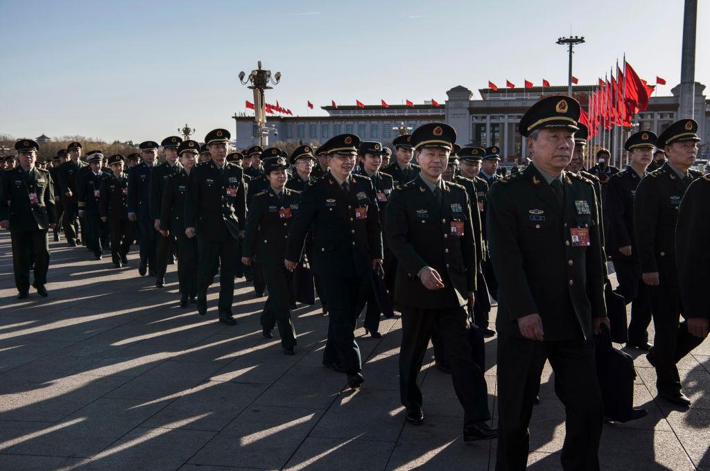 2019年3月12日中共軍方代表進入兩會會場資料照。(Kevin Frayer/Getty Images)