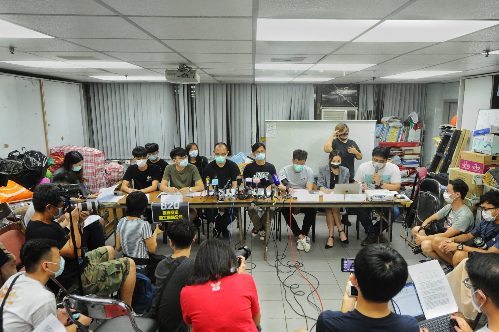 6月18日,工會及學生組織代表公佈6月20日公投的安排。(宋碧龍/大紀元)