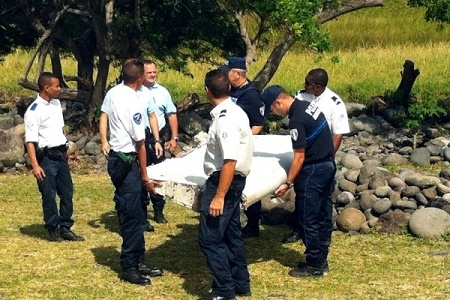 2015年8月,馬達加斯加東部650公里處的法屬留尼旺島(Reunion Island)海灘,發現了馬航MH370的一片襟副翼。(YANNICK PITOU/AFP)