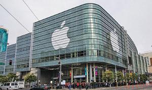 外媒報道傳言蘋果有意大手筆收購時代華納資產,要衝刺Apple TV在視訊影音串流服務的競爭實力。(Getty Images)