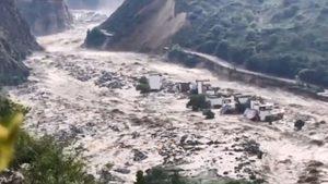 洪水沖垮三峽上游發電站 三峽大壩危如累卵