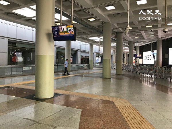北京地鐵站空空蕩盪。(大紀元)