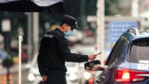 中共專家稱北京疫情已控制 網友曬江蘇援京醫療隊合照打臉