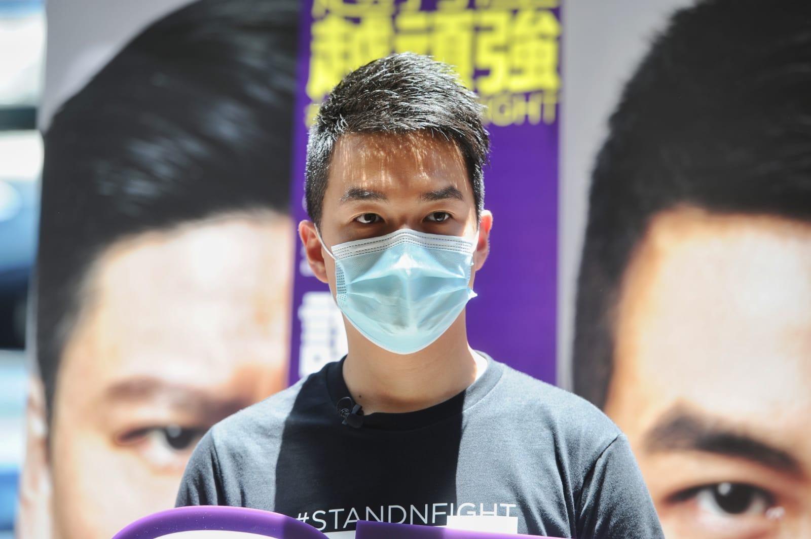 於2015年當選成為北角丹拿區區議員的鄭達鴻,是首位在「紅區」當選的民主派區議員。(郭威利/大紀元)