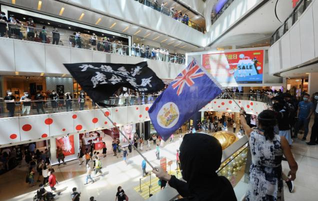 6月19日,獨立觀塘區聯校「和你Sing」活動在apm商場舉行(宋碧龍/大紀元)