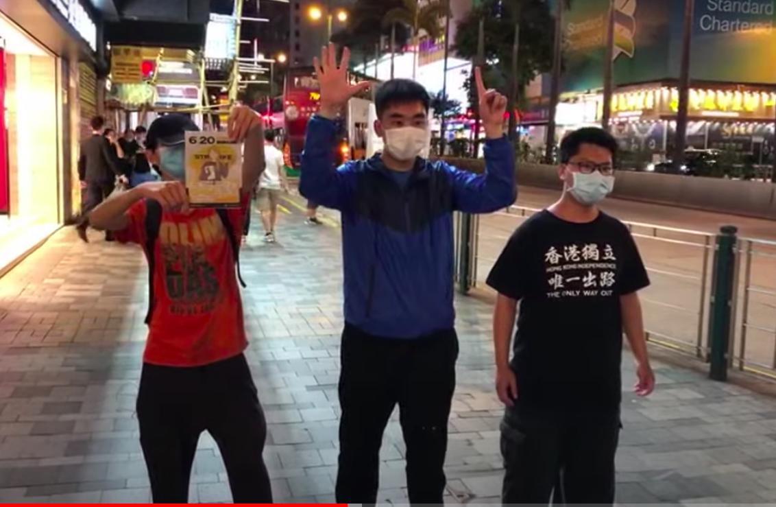 6月19日晚,三名學生在彌敦道遊行,由旺角遊行到尖沙咀碼頭。(影片截圖)