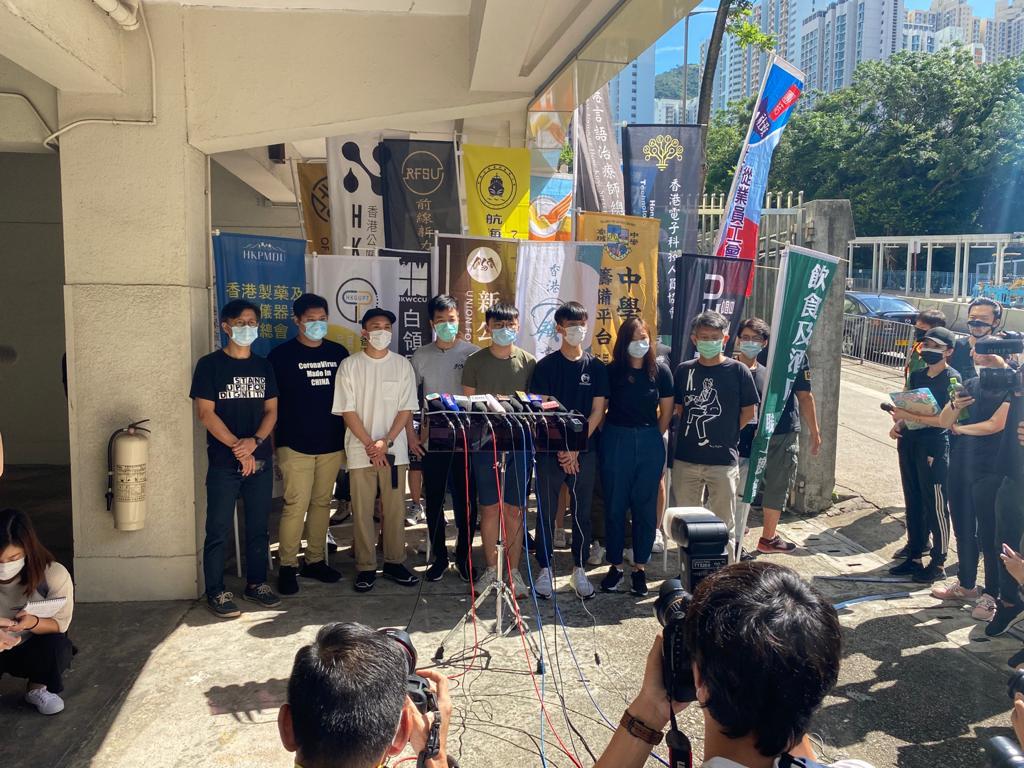 「二百萬三罷工會聯合陣線」的30個工會組織及學界團體今日(6月20日)舉行聯合罷工罷課公投,反對「國安法」在香港實施。跨工會及中學生行動籌備平台代表鄭家朗發表公投宣言,認為公投是《基本法》賦予人民的基本權利,公投就是抗爭,是在鋪墊香港未來,呼籲更多同學珍惜機會出來參與今次公投。(霄龍 / 大紀元)