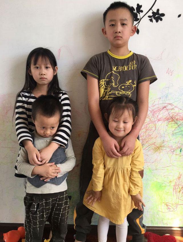王藏夫婦的四個孩子。(圖:王麗推特)