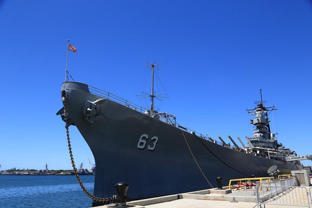 停泊在珍珠港福特島的密蘇里號戰列艦,是日本人投降的地方。(kknews)