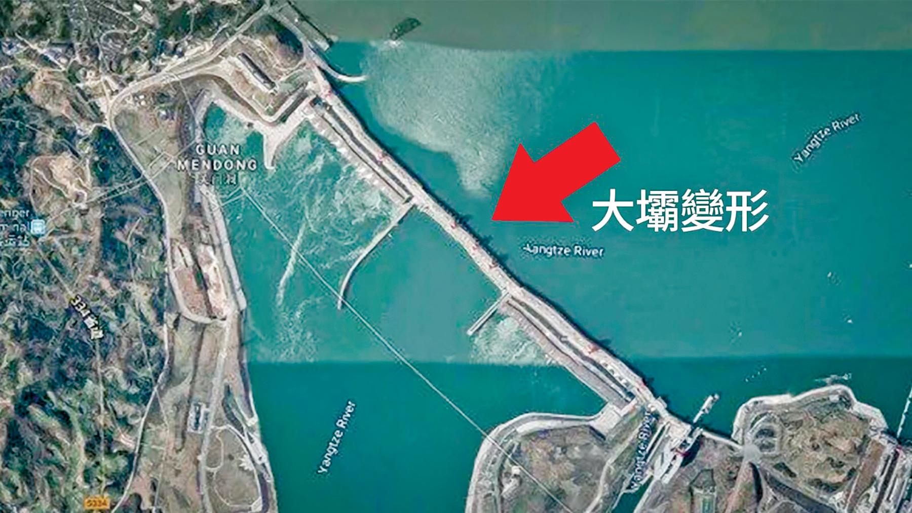 圖為顯示三峽大壩變形的衛星圖片。(AFP、谷歌地圖)