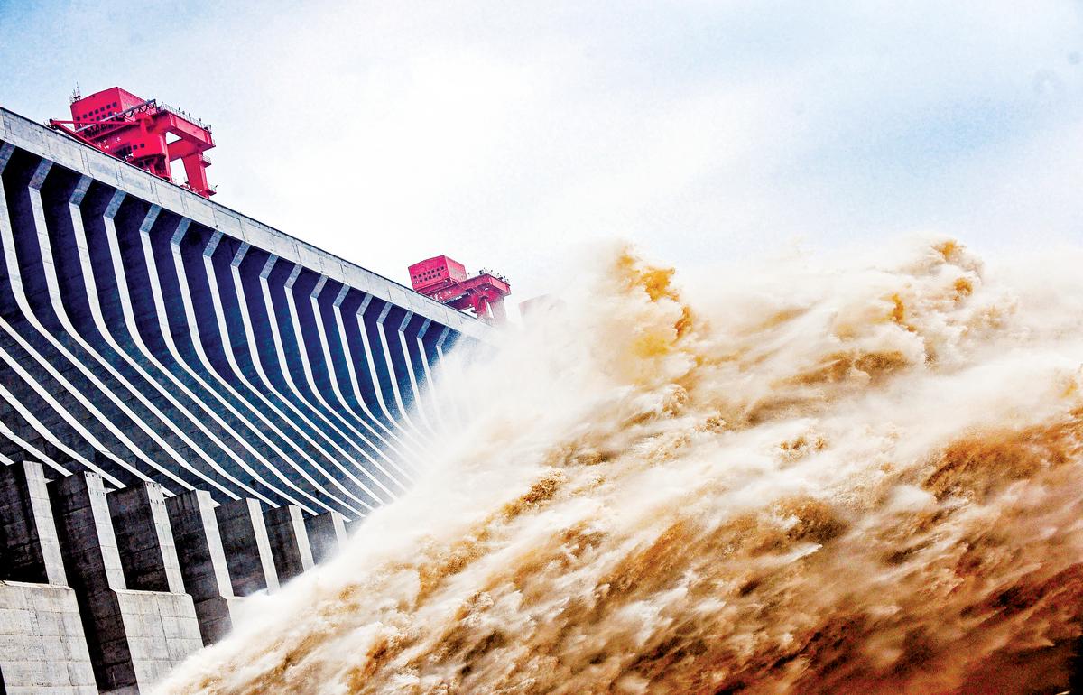 2020年中國已經出現了瘟疫(中共肺炎)、戰爭(中印衝突),但有人認為真正的大災難可能會是水災。圖為引發巨大爭議的三峽大壩。(AFP、谷歌地圖)