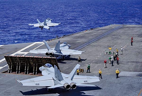 6月21日美國羅斯福號航母和尼米茲號航母戰鬥群,雙雙在菲律賓海展開協同實彈演習。圖為西奧多‧羅斯福號航母。(U.S. Navy)