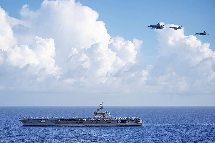 警告中共 美航母戰鬥群罕見部署南海入口