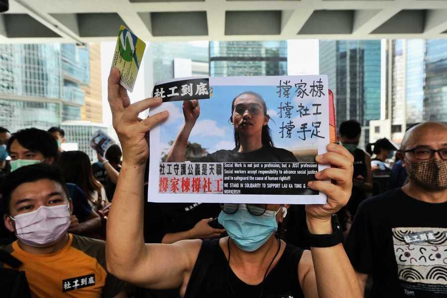 劉家棟今高院上訴 逾百社工庭前聲援