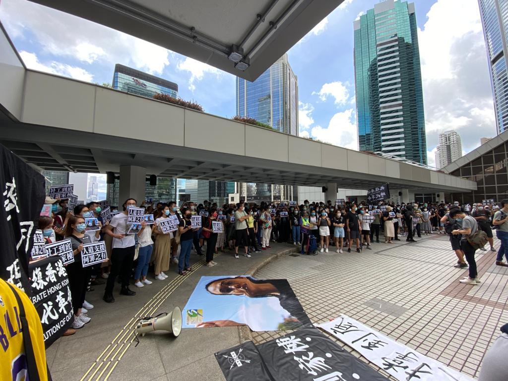 今日(6月23日),社工界發起「一起支持家棟 庭前聲援」活動,現場有數百位市民參與。(霄龍/大紀元)