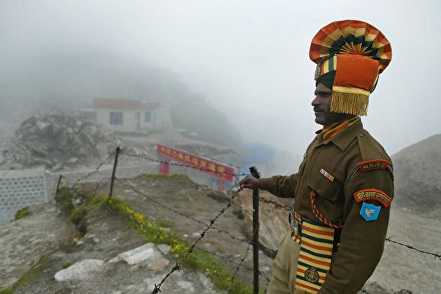 圖為駐守中印邊境的印度士兵。(DIPTENDU DUTTA/AFP via Getty Images)