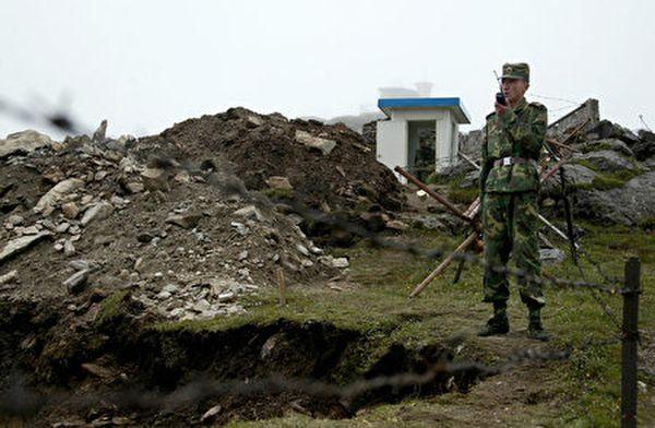 圖為中印邊境駐守的中方士兵。(DIPTENDU DUTTA/AFP via Getty Images)