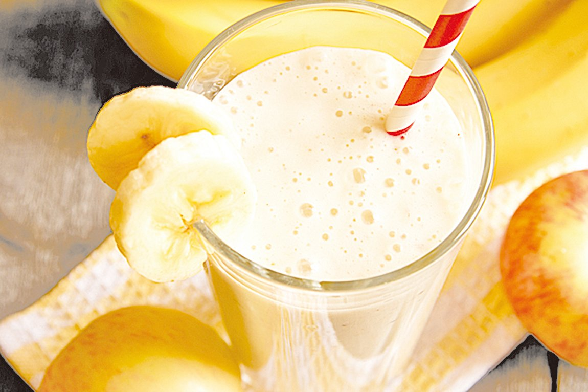 自製優酪乳搭配新鮮水果打成汁,喝起來特別美味!