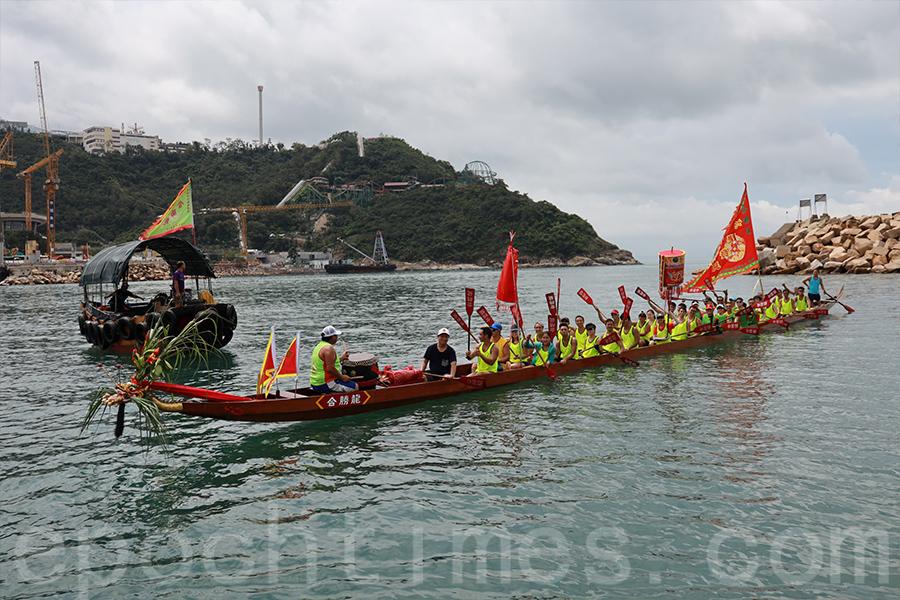 在香港仔避風塘保留著傳統的「遊龍」儀式,目的是淨化社區,為社區祈福。(陳仲明/大紀元)