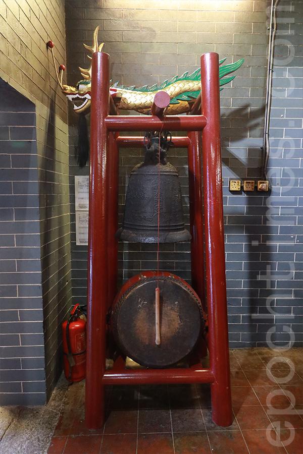 「合勝龍」堅持將龍頭、龍尾和鼓收藏在鴨脷洲洪聖古廟中。(陳仲明/大紀元)