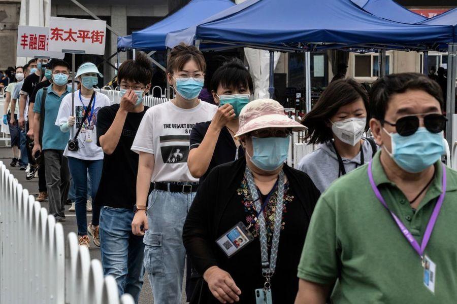 北京變相封城瞞報疫情 遍佈監控當局抓人封門