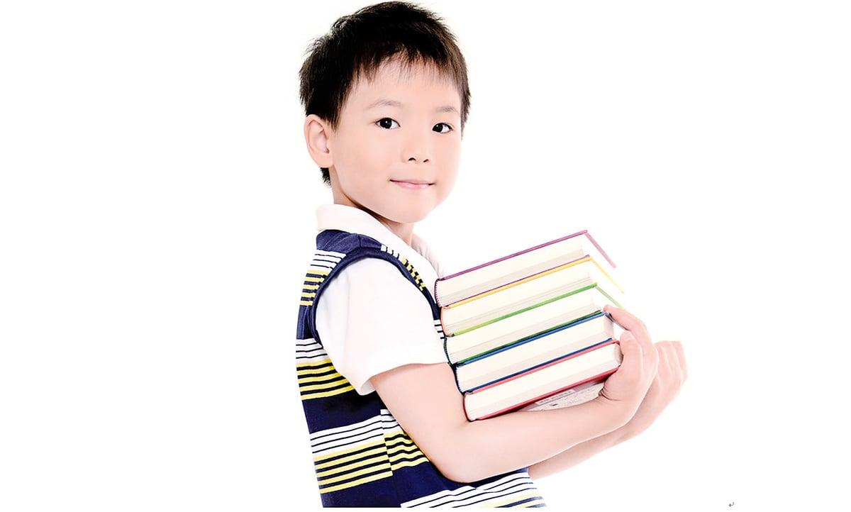 教導孩子閱讀中國傳統經典,可使他們增進學習能力,還能學習到做人處事的道理。(龔安妮/大紀元)